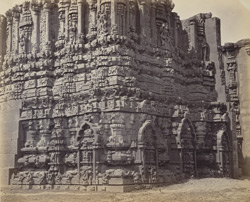 Tarputry [Tadpatri]. Temple in ruins near the river. Carvings on outside of base of ruined northern tower